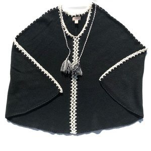 Black White Contrasting Stitch V Neck Cape